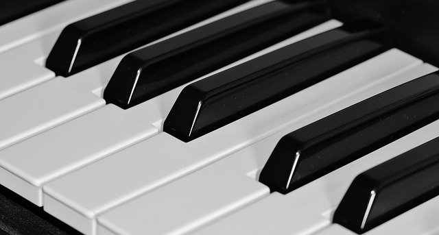 a little story in english with a piano